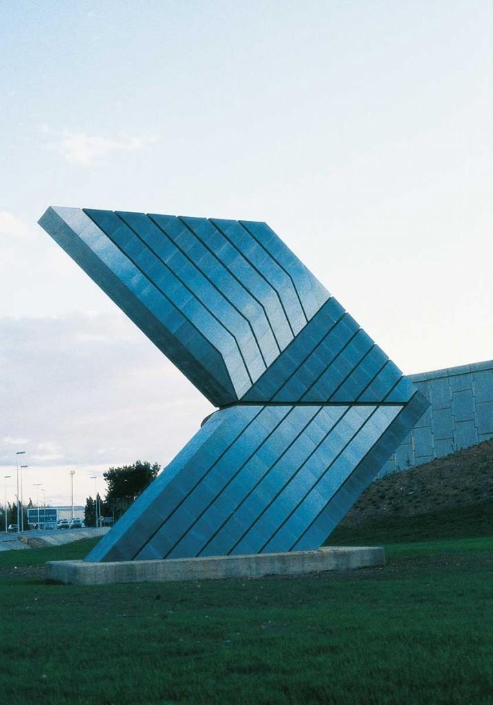 11_Outside_Enric Mestre_escultura